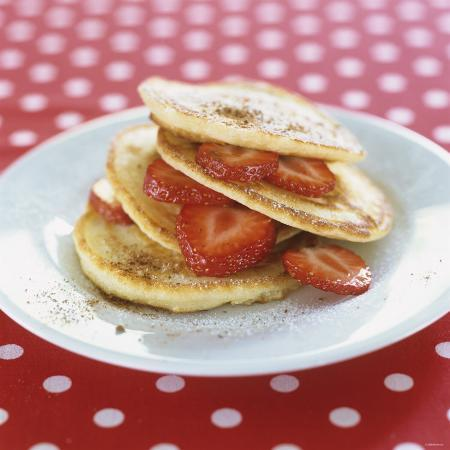 alena-hrbkova-a-pile-of-pancakes-with-strawberries