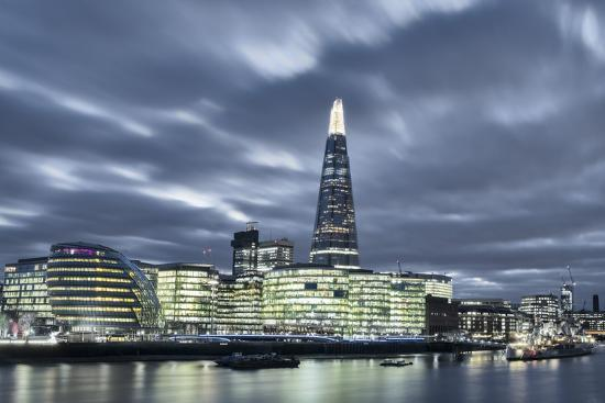 alex-robinson-the-thames-in-southwark-with-city-hall-more-london-riverside-london-england-uk