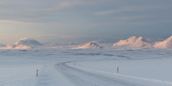 alex-saberi-a-large-panorama-of-the-vatnajokull-national-park-landscape-in-iceland