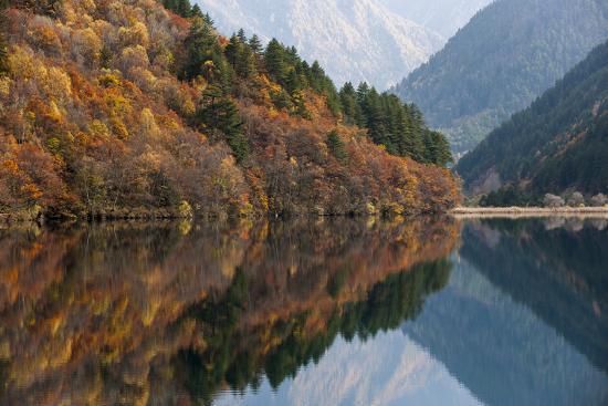 alex-treadway-jiuzhaigou-on-the-edge-of-the-tibetan-plateau-known-for-its-waterfalls-and-colourful-lakes