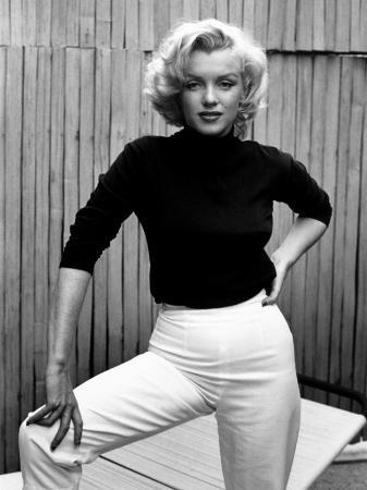 alfred-eisenstaedt-actress-marilyn-monroe-at-home