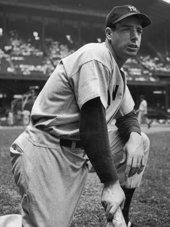 alfred-eisenstaedt-baseball-player-joe-di-maggio-kneeling-in-his-new-york-yankee-uniform