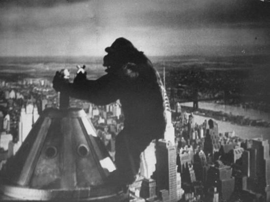alfred-eisenstaedt-king-kong-clinging-to-top-of-empire-state-building-tower-in-horror-movie-with-fay-wray-in-his-hands