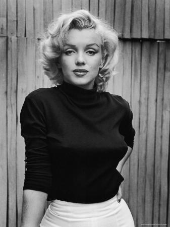 alfred-eisenstaedt-portrait-of-actress-marilyn-monroe-on-patio-of-her-home