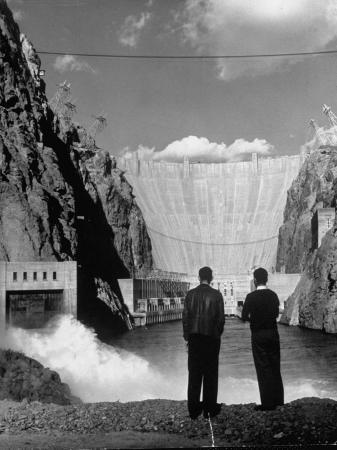 alfred-eisenstaedt-sightseers-enjoying-the-magnificent-power-of-boulder-dam