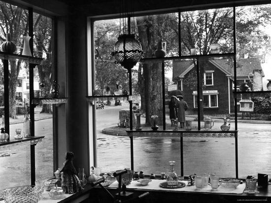 alfred-eisenstaedt-summer-at-cape-cod-antique-glass-shop