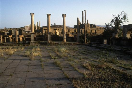 algeria-timgad-roman-colonial-town-founded-by-emperor-trajan-around-100-a-d-ruins