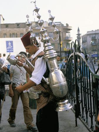 alison-wright-tea-vendor-at-souq-al-hamidiyya-old-city-s-main-covered-market-damascus-syria-middle-east