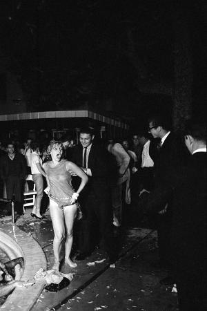 allan-grant-guests-jump-in-swimming-pool-at-the-last-party-at-the-garden-of-allah-los-angeles-august-1959