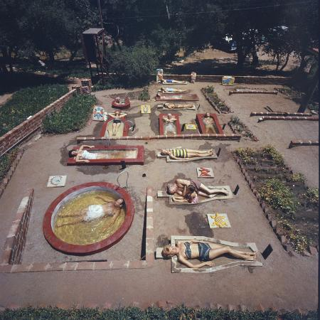 allan-grant-sunbathers-lay-in-sarcophagus-like-crypts-with-water-rancho-la-puerta-resort-tecate-mexico-1961
