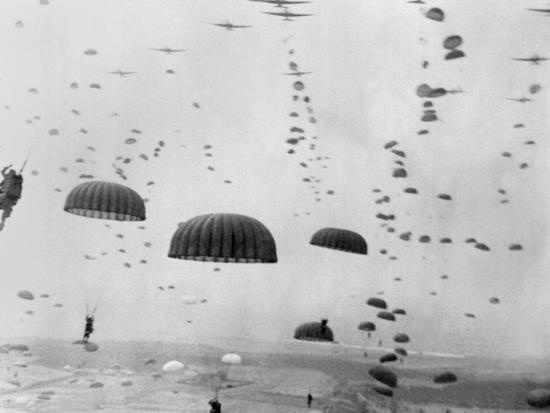allied-aircraft-drop-paratroopers-into-german-held-netherlands