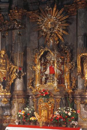 altar-of-the-infant-jesus-of-prague-church-of-our-lady-victorious-prague-czech-republic
