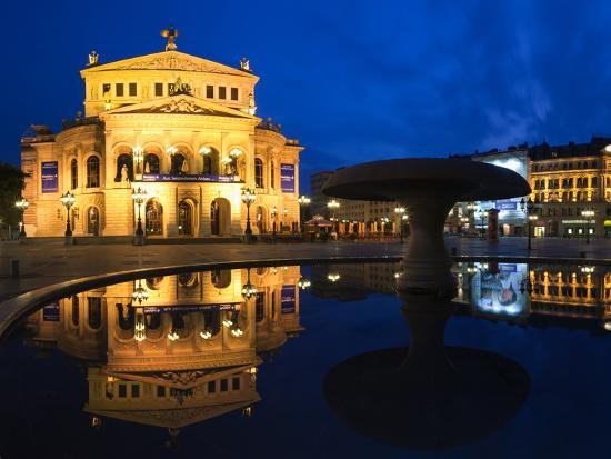 alte-oper-reflecting-in-lucae-fountain-frankfurt-hesse-germany
