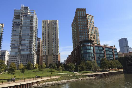 amanda-hall-expensive-apartment-buildings-on-the-chicago-river