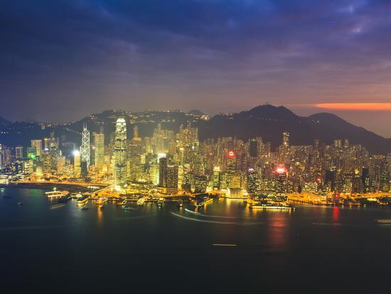 amanda-hall-high-view-of-the-hong-kong-island-skyline-and-harbour-at-sunset-hong-kong-china-asia