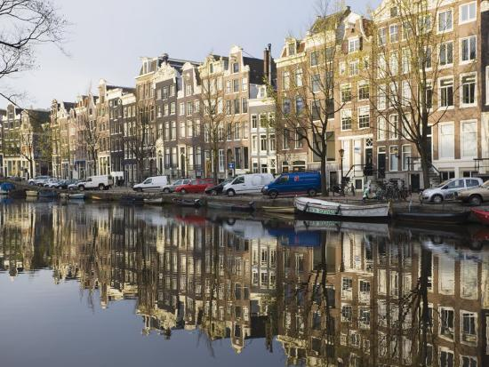 amanda-hall-houses-reflecting-in-the-singel-canal-amsterdam-netherlands-europe