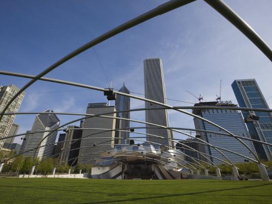amanda-hall-jay-pritzker-pavilion-designed-by-frank-gehry-millennium-park-chicago-illinois-usa