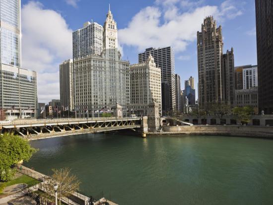 amanda-hall-wrigley-building-center-north-michigan-avenue-and-chicago-river-chicago-illinois-usa