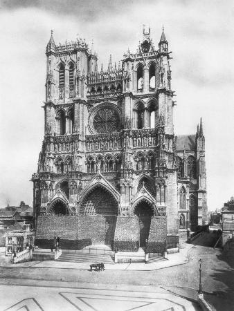 amiens-cathedral-picardy-france-1918