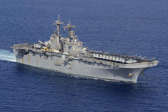 amphibious-assault-ship-uss-kearsarge-conducts-operations-at-sea