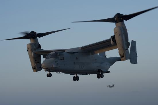 an-mv-22-osprey-prepares-to-land-on-the-flight-deck-of-uss-anchorage