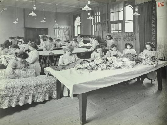 an-upholstery-class-for-female-students-at-borough-polytechnic-southwark-london-1911