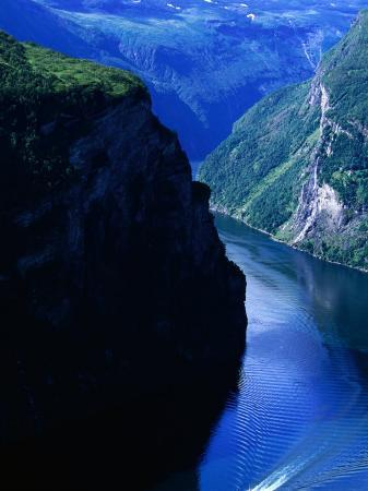 anders-blomqvist-fjord-ferry-and-seven-sisters-waterfall-geiranger-norway