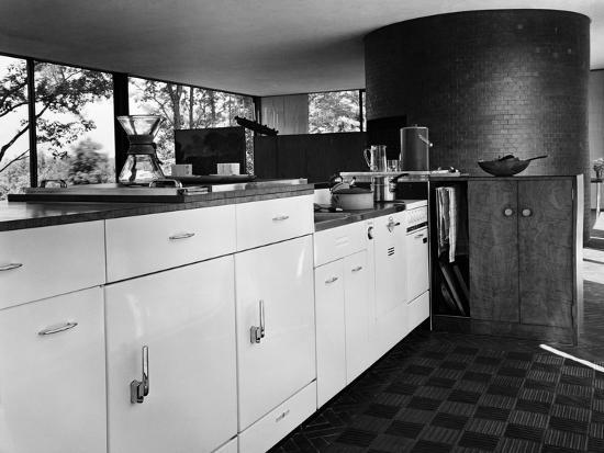 andre-kertesz-house-garden-october-1949