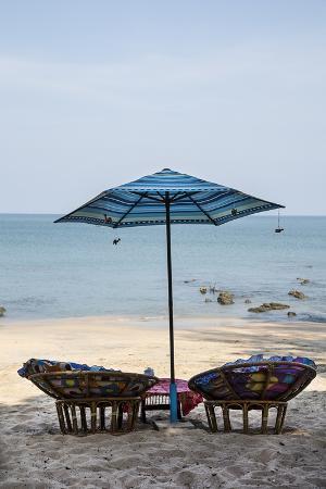 andrea-haase-piece-of-furniture-sunshade-beach-bar-thailand-beach