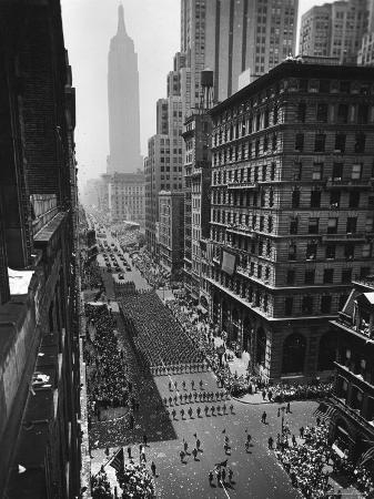 andreas-feininger-columns-of-us-soldiers-marching-independence-day-parade-up-5th-avenue