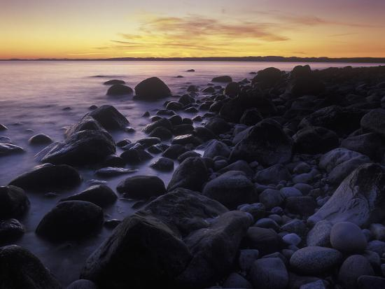andreas-keil-norway-telemark-the-north-sea-skagerag-mshlen-beach-with-glacial-pebbles-after-sunset