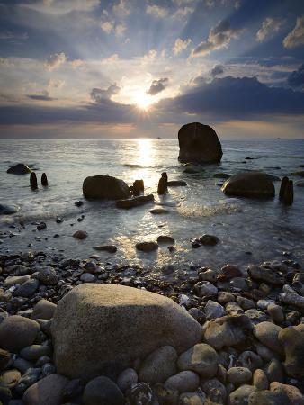 andreas-vitting-erratic-blocks-at-sunrise-national-park-jasmund-island-r-gen-mecklenburg-west-pomerania-germany