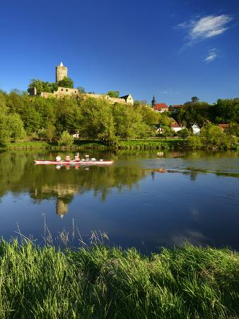 andreas-vitting-germany-saxony-anhalt-rowing-boat-in-front-of-castle-and-village-schshnburg-at-the-saale