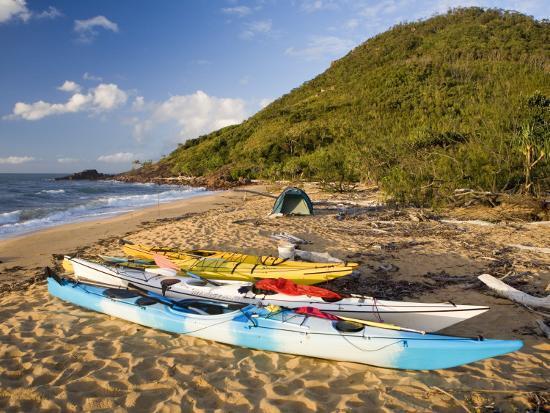 andrew-bain-kayakers-camp-on-sunken-reef-bay