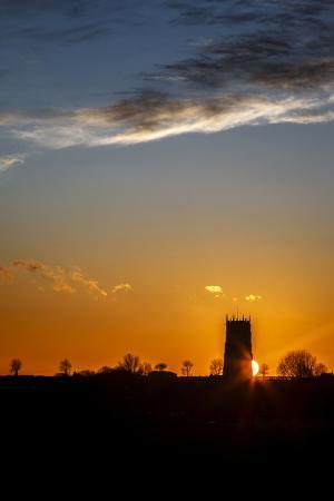 andrew-sproule-sunset-behind-the-parish-church-of-the-holy-trinity-and-all-saints-at-winterton-on-sea-england