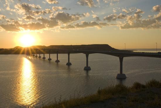 angel-wynn-four-bears-bridge-stretches-across-the-missouri-river-north-dakota