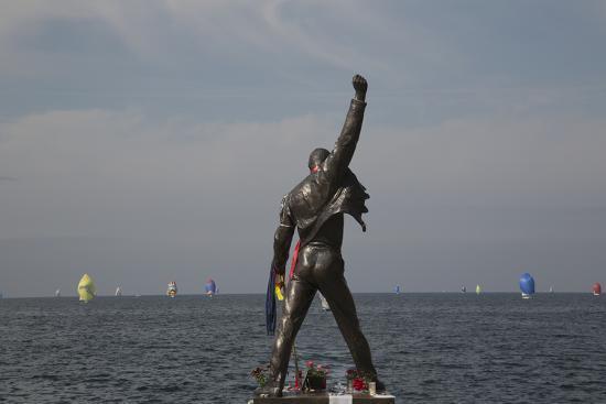 angelo-cavalli-statue-of-freddy-mercury-montreux-canton-vaud-switzerland-europe