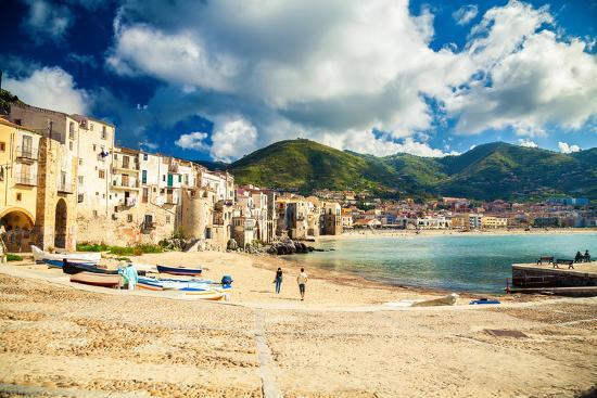 anita-bonita-empty-old-beach-of-cefalu-sicily