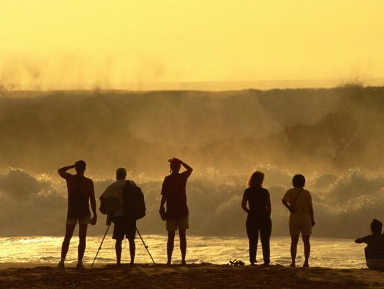 ann-cecil-people-checking-out-waves-banzai-pipeline-north-shore-at-sunset-u-s-a