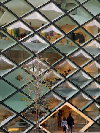 anthony-plummer-diamond-windows-of-prada-aoyama-building