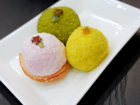 anthony-plummer-rice-cakes-jilsiru-tteok-shop-colourful-rice-cakes-insadong-seoul-south-korea