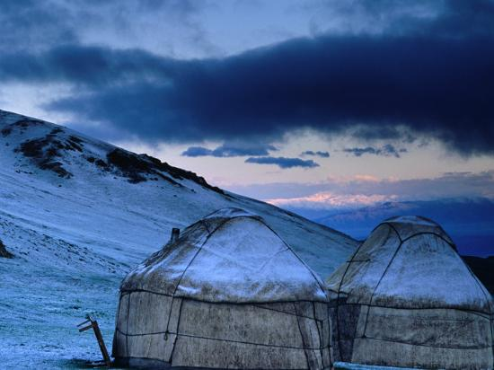 anthony-plummer-yurts-at-dawn-kyrgyzstan