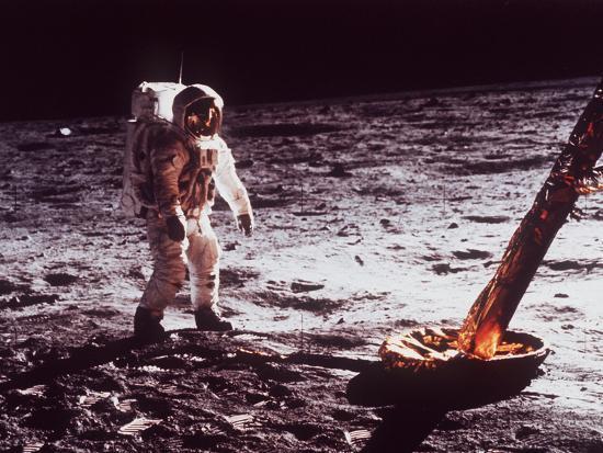 apollo-11-lunar-modul-moon-walk