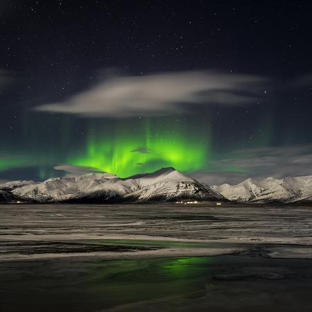 arctic-images-aurora-borealis-over-mt-hoffell-hoffellsjokul-glacier-iceland