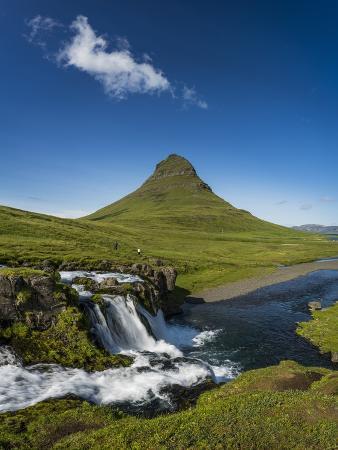 arctic-images-kirkjufellsfoss-waterfalls-and-mt-kirkjufell-grundarfjordur-on-snaefellsnes-peninsula-iceland