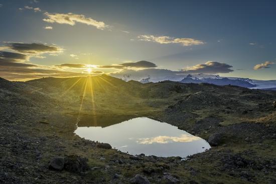 arctic-images-sunset-over-lava-and-moss-landscape-svinafellsjokull-glacier-iceland
