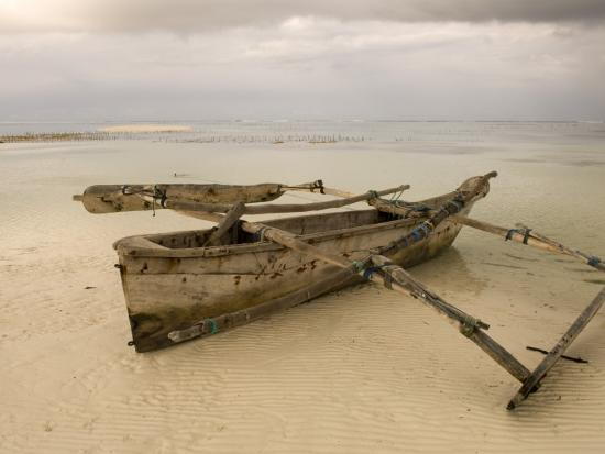 ariadne-van-zandbergen-pwani-mchangani-village-on-east-coast-fishing-boat-on-beach