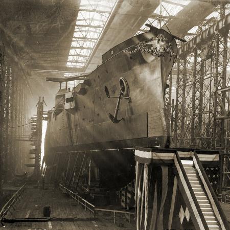 armored-cruiser-uss-washington-on-the-ways