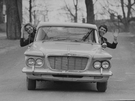 arthur-schatz-dwight-d-eisenhower-ii-and-julie-nixon-sharing-the-1962-valiant-he-bought-from-his-grandmother
