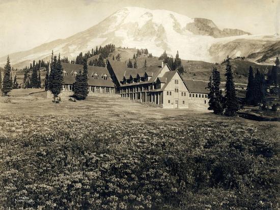 asahel-curtis-paradise-inn-and-mount-rainier-1916